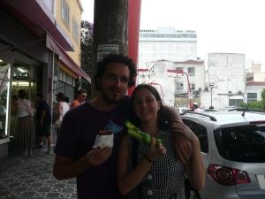 Nós, na Liberdade, tomando sorvete Melona