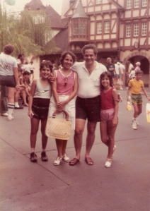 Em 1982 quando eu completei 1 ano e fiquei no rio com as avós, e as amigas delas Faninha e Bolinha.